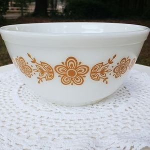 1.5 Quart Pyrex Butterfly Gold Cinderella Bowl